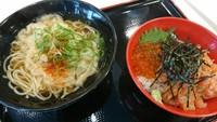 姫路名物 まねき食品 えきそば リバーシティ店限定メニュー 鮭とイクラの親子井とえきそばのセット 800円(税込)