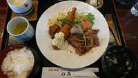 (太子の)白馬定食で満腹丸♪ 赤身のステーキとエビフライのセット。それが白馬定食\(^o^)/