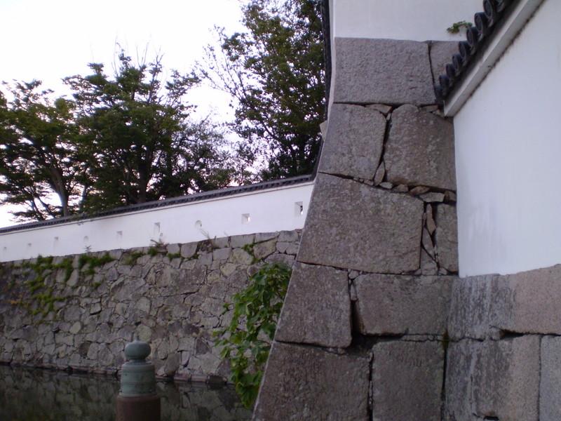 大手門から見た南手石垣