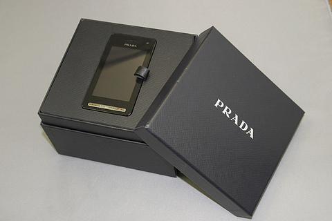 PRADA×LG 携帯登場