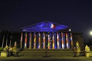 パリのギリシャ神殿でミニフィルム上映!