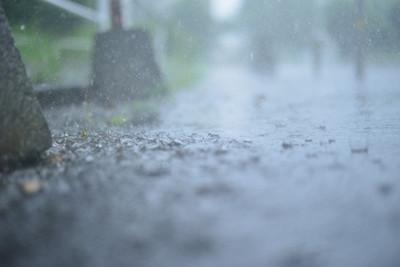 空知らぬ雨なんて言葉も....