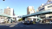 人に厳しい歩道橋