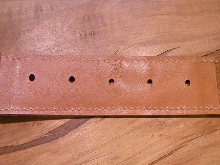 ベルト破れ部分に革あて修理