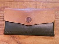 ハンティングワールド長財布のバチュー・クロスを革に交換 その1