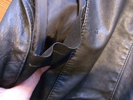 レディス、ライダースジャケットの破れを修理