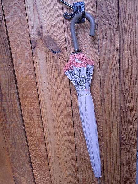 傘の柄に革でカバーしてみました!