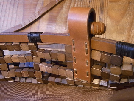 個性的な手提げかばんの革部品を交換してみました(その2)