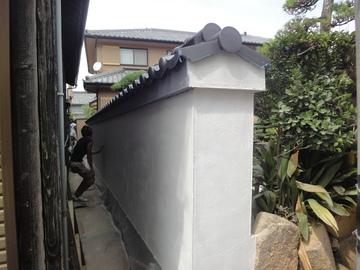 漆喰塗りの土塀の復元