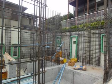 狭小地でRC造の断熱材一体工法