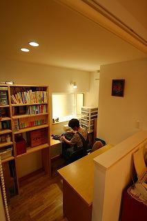 江井島Ⅲの家、吹き抜けからの光で快適