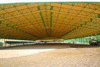 明石乗馬協会、全天候型馬場オープン!
