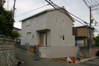歌敷山の家 足場をはずして、外構工事中!