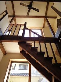 藤江の家、吹抜けのリビング階段