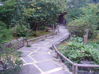 庭園の露天風呂と古民家の宿
