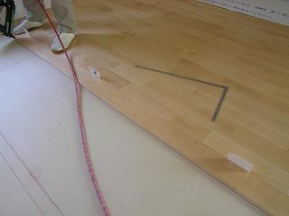 無垢の床貼り
