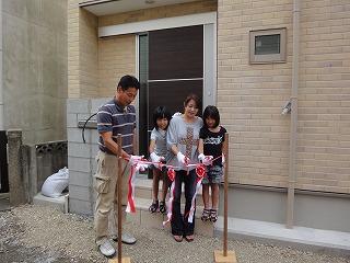 西明石の家、引き渡しに学生が取材