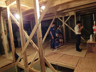 「日富美の家」、上棟後の屋根断熱