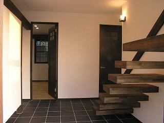 舞子坂の家に片持ち階段
