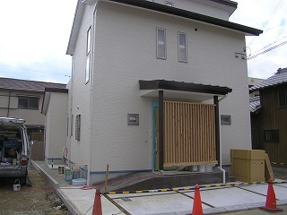 「松江Ⅱの家」仕上げ作業中