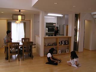 雑誌の取材と撮影「西二見の家」