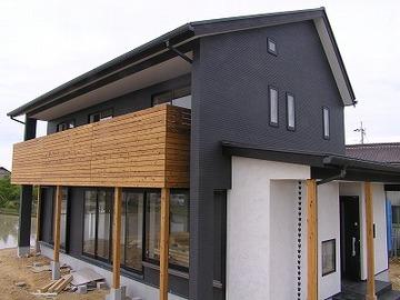 白と黒、無垢の木「小野の家」