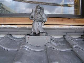 「松江の家」に瓦人形「鍾馗」