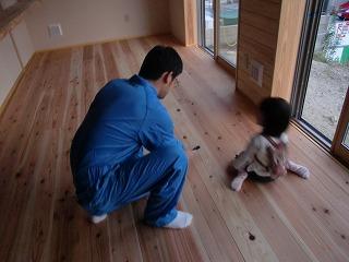 舞多聞西の家、お施主様が塗装仕上げ