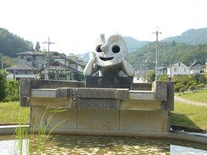 岡本太郎作品「若い泉」