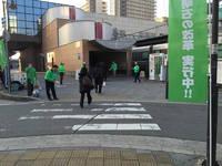 朝の駅で市政についてお話しています。 2015/03/05 10:23:43