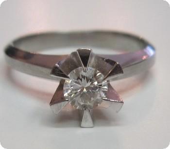 ダイヤの立爪をリフォーム