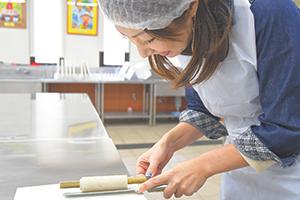 子どもから大人まで楽しめる蒲鉾工場。見て、体験して、学んで、食べて、楽しもう!
