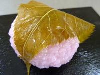 「桜餅の葉は食べる?それとも食べない?」