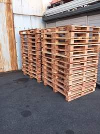 木製パレット…倉庫の方で確認と点検しております。