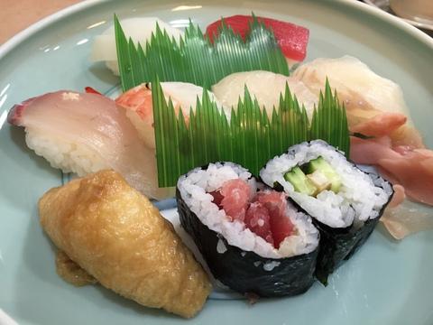お寿司屋さんでお昼ご飯!
