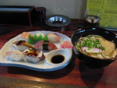 どの定食も、うどん付き!  ~寿司「朝日屋」~