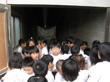 別府西小学校4年生が、精米所見学