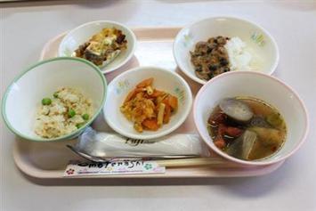 W杯「対戦国を食う」 福井の学校給食