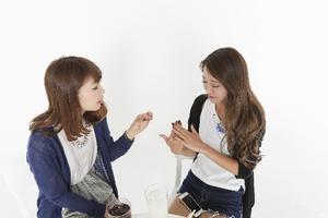 おしゃべりする女性達