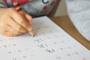 子どものやる気を育てるには〜宿題問題の克服