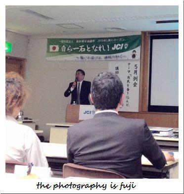 高砂JC5月例会で講演する鶴岡JCOBの渡部さん