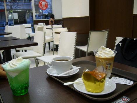 ホリーズカフェイズミヤ西神戸店(神戸市西区)