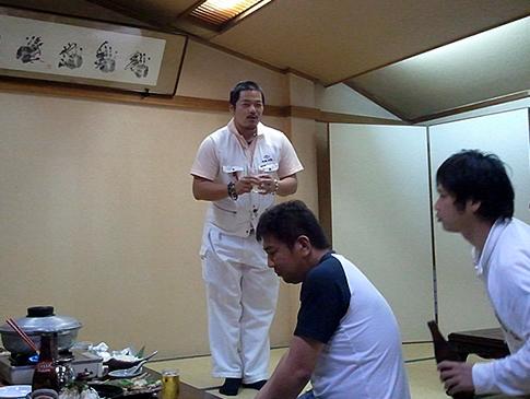 乾杯の発声を行う、藤川加古川YEG会長