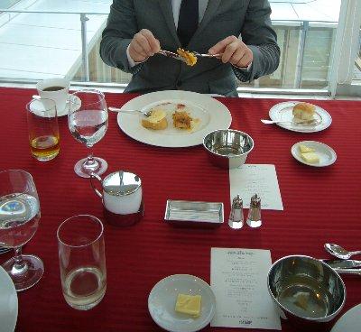 食べにくい物を食べるテーブルマナー第二弾 その2