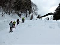まだまだ雪深い天児屋山