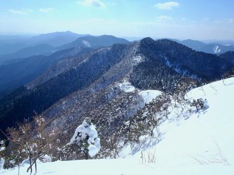 笠形山につづく稜線