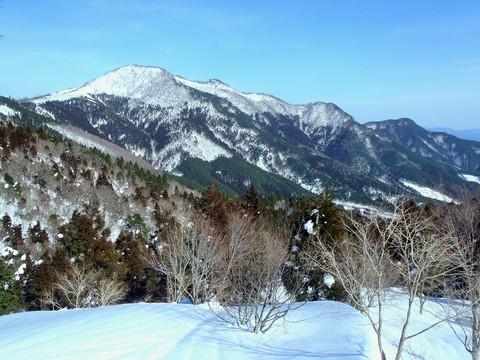 三室山から竹呂山への稜線