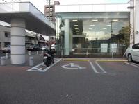 駐車場マナー違反