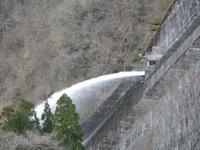 引原ダム 放水