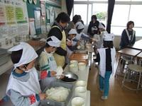 矢野小の給食会と収穫祭に参加しました